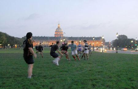 Rugby in centro a Parigi: altro che Invalides!