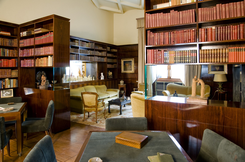 (La biblioteca di Portaluppi di palissandro – Fotografia Giorgio Majno, Fotografo 2008 © Archivio FAI - Fondo Ambiente Italiano)