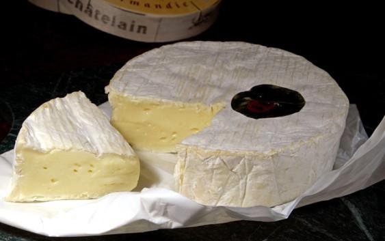Il camembert de Normandie immolato all'industria